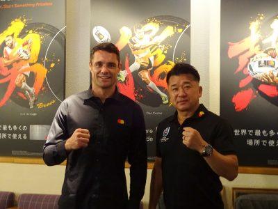 元ニュージーランド代表のダン・カーター選手と、元ラグビー日本代表 吉田義人氏