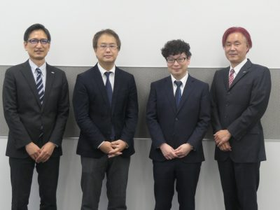 NTT Comイノベーションセンタープロデュース部門の東出治久部門長と友田光哉主査、SBTの五味大介取締役、田中俊考取締役